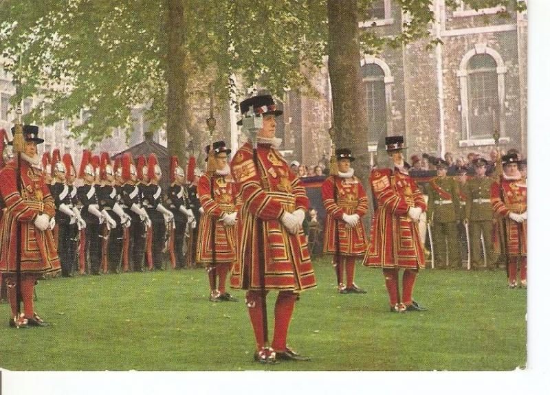Postal 045001 : Tower of London. Yeomen Warders on parade at the Installation...