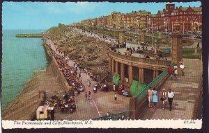 P1490 vintage unused postcard promemade & cliffs people blackpool n.s. england