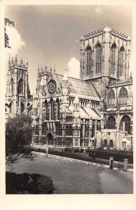 York Minster, South Transept, auto cars, voitures