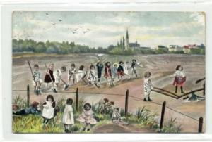 Multiple Babies Bebes, Working on the Field (1906)