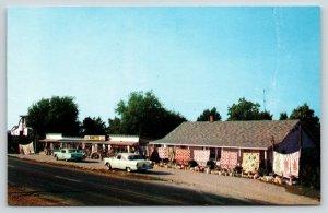 Branson Missouri~Rantz's Gift Shop~Roadside Highway 65~Hanging Quilts~1950s Cars