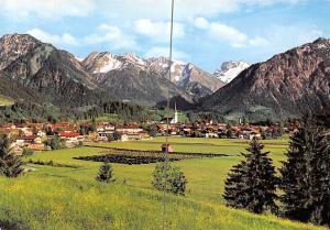 Bergdorf Oberstdorf Allgaeu mit Riffenkopf Kegelkopf Gesamtansicht