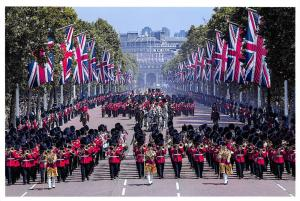Postcard, Mass Bands & Household Division with Queen Elizabeth, London 8R