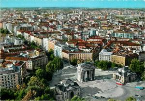 Italy Milano general view and Arc of Peace semi modern postcard