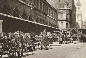 Billingsgate Fish Market Lower Thames Street London in 1920 Postcard