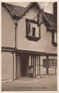 HURLEY BERKSHIRE UK YE OLDE BELL HOTEL~EXTERIOR WITH SIGN POSTCARD 1920s