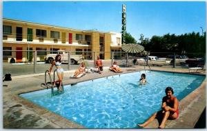 Fallon, Nevada Postcard TRAVELODGE Motel Girls at the Swimming Pool c1960s