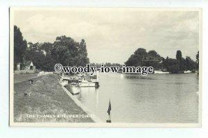tq0919 - Middx - Small Boats Moored along Thames c1953, at Shepperton - Postcard