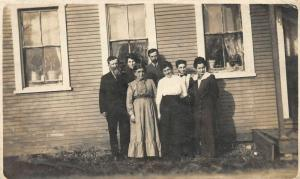 F19/ Holliday Pennsylvania RPPC Postcard photo Family Home