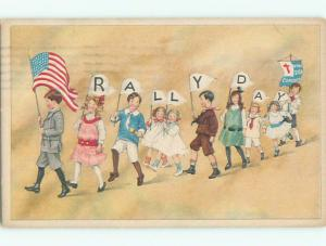 Pre-Linen patriotic LEADER OF KIDS RALLY DAY PARADE CARRIES USA FLAG k8326