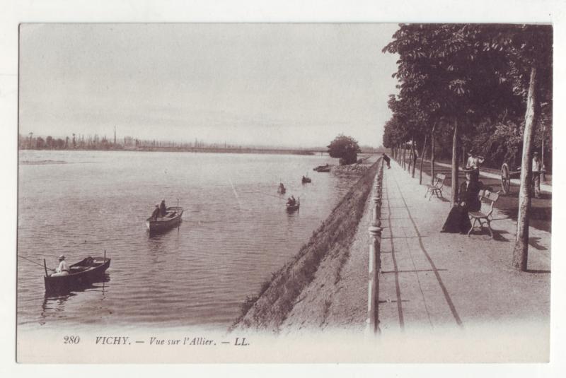 P1142 old postcard fishing boats france vichy - vue sur l allier