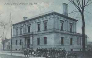 MICHIGAN CITY , Indiana , 1909 ; Group in front of Public Library