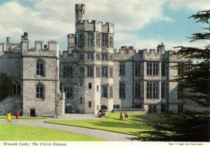 Postcard, Warwick Castle the Visitors Entrance, Warwickshire 90Y