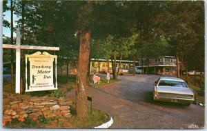 Sturbridge, Massachusetts Postcard TREADWAY MOTOR INN Route 15 Roadside c1960s