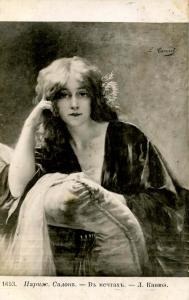 Woman -  Pretty face, flowers in hair
