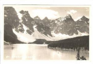 RP; Morraine Lake and mountain range background, Banff, Alberta, Canada, 10-20s