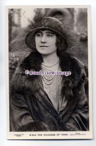 r0935 - Duchess of York ( Lady Bowes-Lyon ) wife of King George VI - postcard
