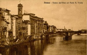Italy - Florence (Firenze) - Arno River & S. Trinity Bridge