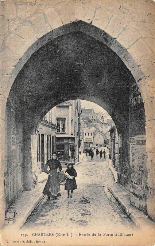 CHARTRES Entree de la Porte Guillaume, France ca 1910s Vintage Postcard