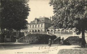 CPA MEAUX - Le Gare et la Place Lafayette (171232)