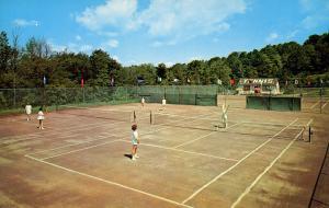 NY - Kiamesha Lake. The Concord Hotel. Tennis