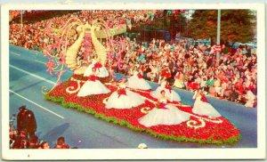 Pasadena Tournament of Roses Parade Postcard QUEENS FLOAT c1950s Chrome