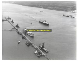 La663 - USA Liner - America passing Fawley Refinery - photo 10 x 8