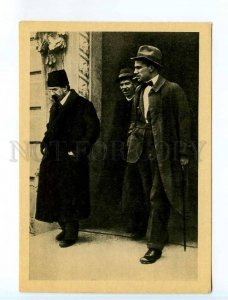 252159 RUSSIA poet Vladimir MAYAKOVSKY Lunacharsky Comintern building postcard