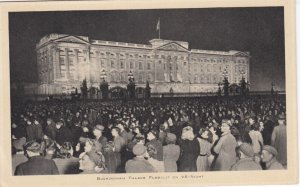BUCKINGHAM Palace lite on VE-Night , UK , 1940s ; TUCK