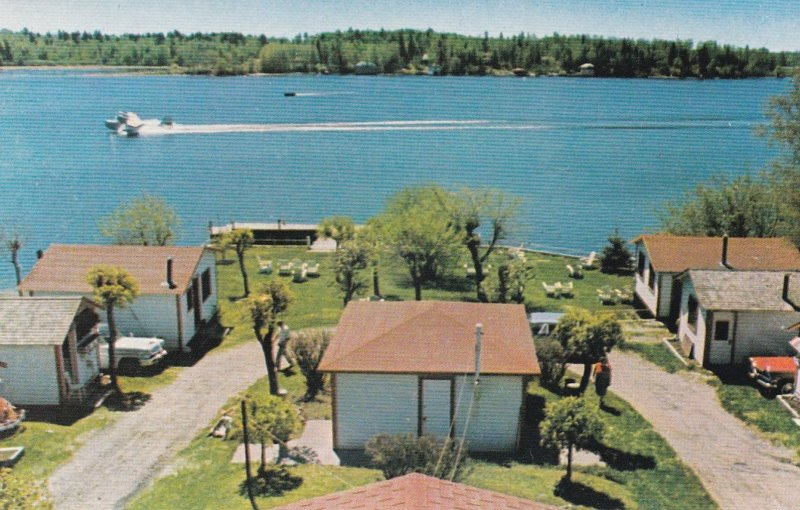 KENORA , Canada , 50-60s ; Glenn's Cabins - Tunnel Island airplane take-off