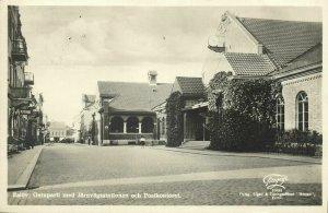 sweden, ESLÖV, Gatuparti med Järnvägsstationen, Station (1957) RPPC Postcard