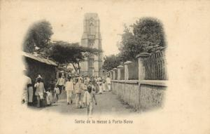 CPA Dahomey Afrique - Sortie de la Messe á Porto-Novo (86833)