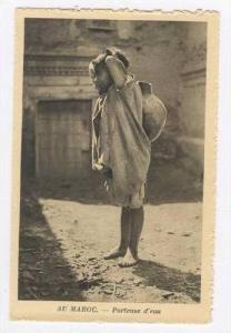 AU MAROC.- Porteuse d'eau, 1910-30s