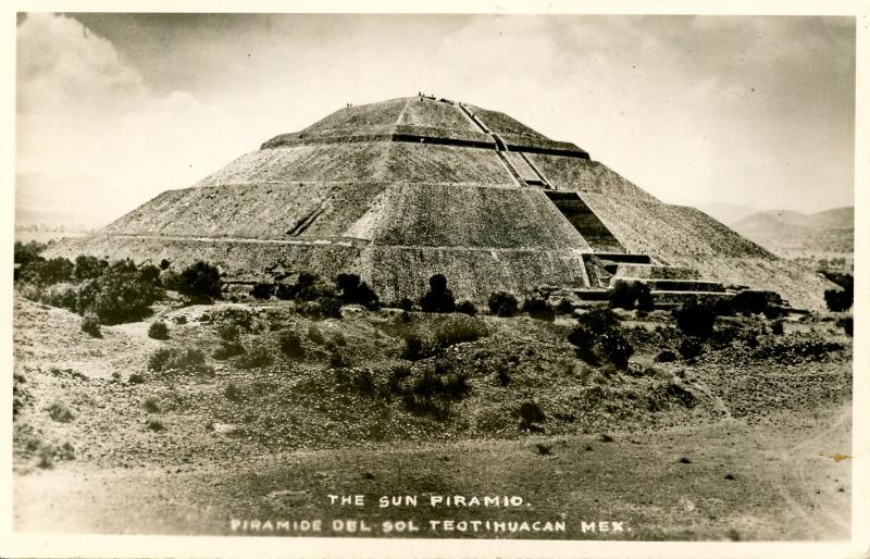 Mexico - Teotihuacan. The Sun Pyramid.    *RPPC
