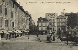 CPA BAYONNE - La Rue Ste-Catherine et la Place St-Espirit (171570)