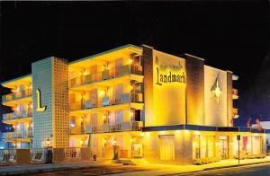 7658  NJ Wildwood   Landmark Motel lighted at night