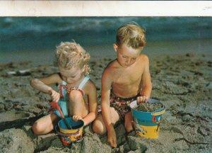 P1791 Scenic kids Beach Sand Diggers Postcard Vintage postcard