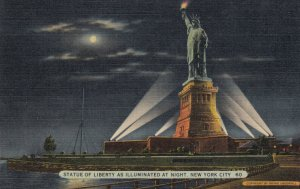 NEW YORK CITY , 1930-40s ; Statue of Liberty at night