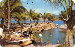 Mexico Acapulco Hotel Hilton de Acapulco poolside