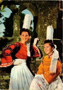 CPM La Bretagne Coiffes et Costumes de Bigoudenne FOLKLORE (753574)