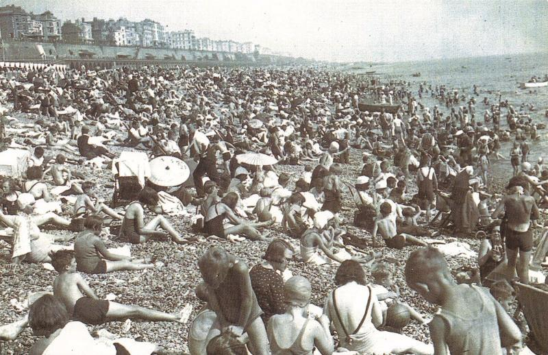 Nostalgia Postcard Heatwave August 1937 BRIGHTON Beach #N184