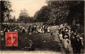 CPA Bois de Vincennes - Le Lac Daumesnil - Les Pelouses (259980)