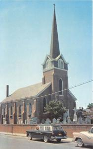 Lewes Delaware~Old St Peter's Episcopal Church~NICE Classic Car Front~1950s Pc
