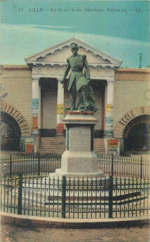 cpa France LiLLe la statue du general negrier architecture sculpture square