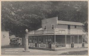 BRIGHT'S GROVE , Ontario , 1934 ; Refreshment Stand, Gas Station, Coca Cola