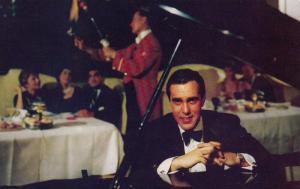 TORONTO , Ontario, 40-60s ; Pump Room Host , Lord Simcoe Hotel