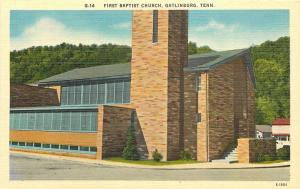 Gatlinburg Tennessee~First Baptist Church~Houses Behind~1940s Linen Postcard