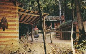 Native American Indian Postcard ; Cherokee , North Carolina , 50-60s