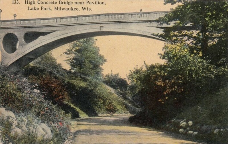 MILWAUKEE , Wisconsin , 1913; High Concrete Bridge near Pavilion, Lake Park