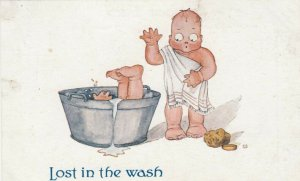 Lost in the Wash, Toddler accidentally pushed toddler in tub